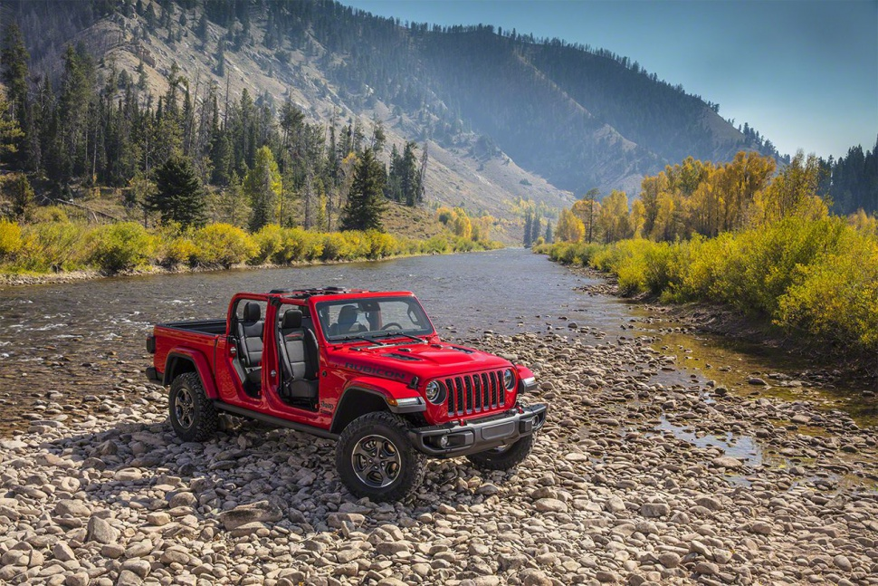 Jeep Gladiator in nature