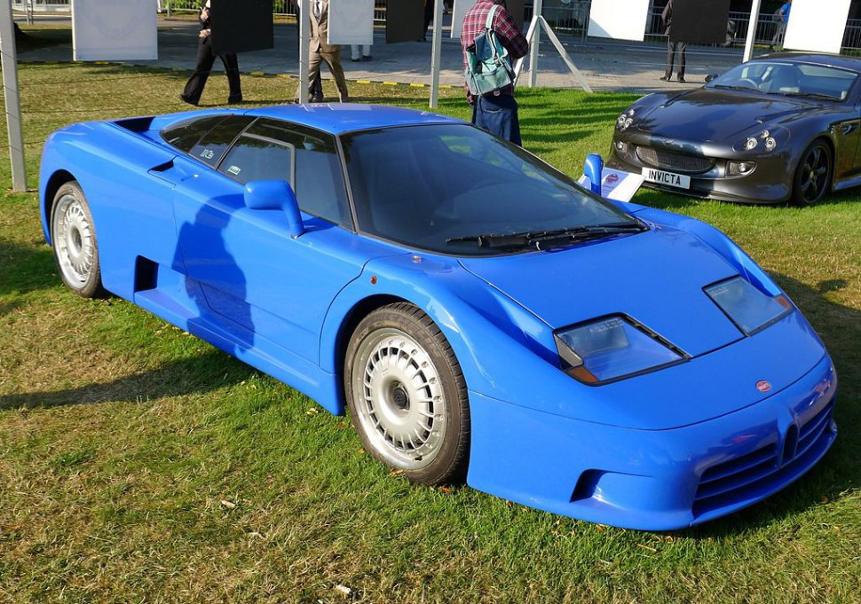 Bugatti EB 110 - side view, blue paint