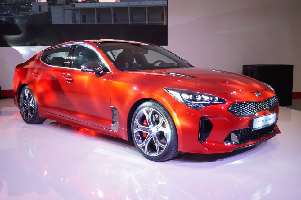 Kia Stinger - red , on the scene