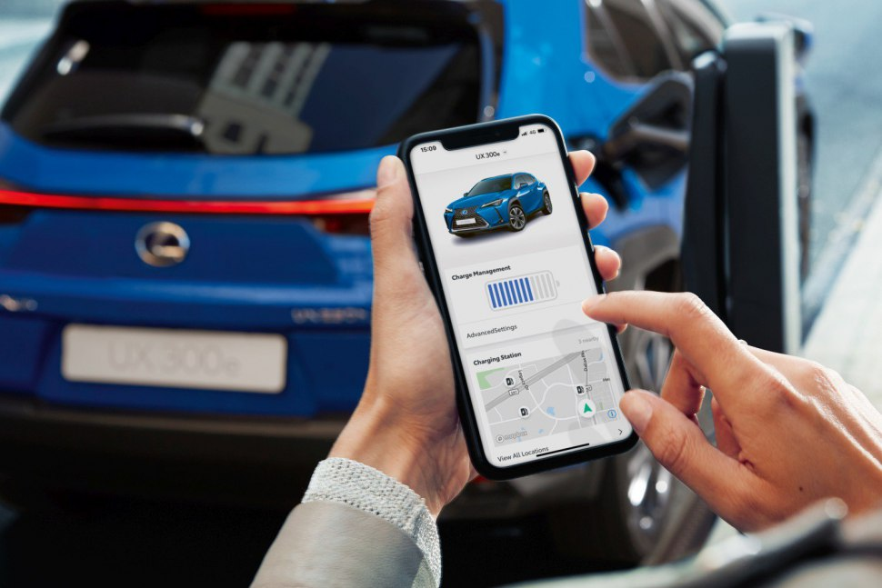 Lexus UX EV - mobile checking of battery level