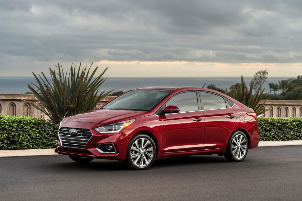 Hyundai Accent V - Photo 1