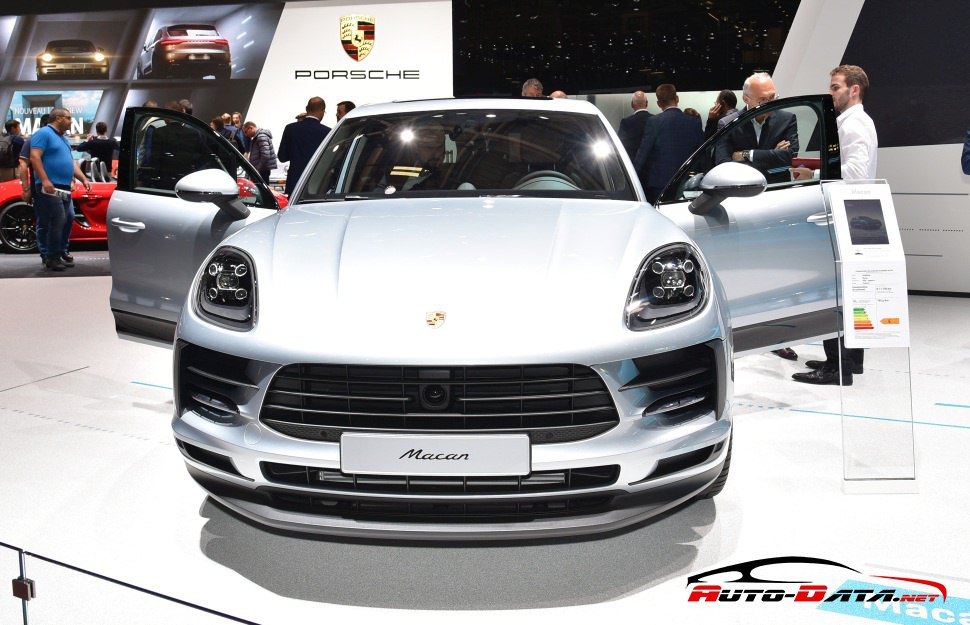 Front view of the 2018 facelift of Porsche Macan