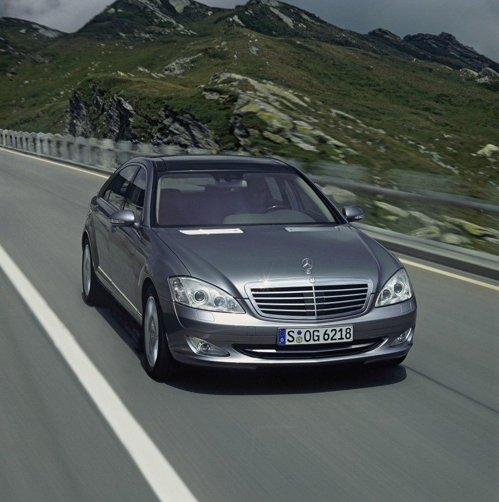 Mercedes-Benz S-class (W221) AMG S 63 V8 (525 HP) G-TRONIC