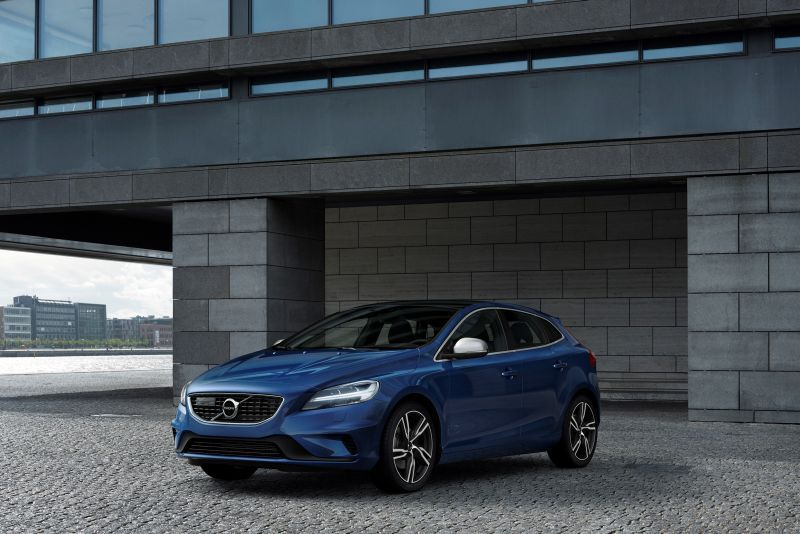 Volvo V40 (facelift 2016) 2.0 D4 (190 Hp) Geartronic Restricted Start/Stop - Tekniske data, Forbruk, Dimensjoner