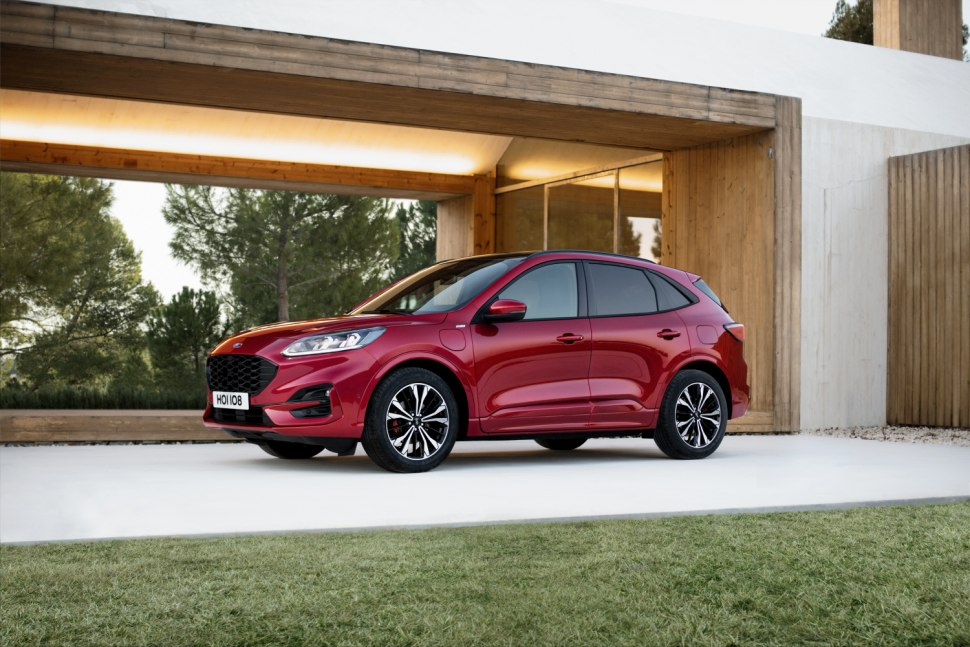 Ford Kuga 2020 profile red 1